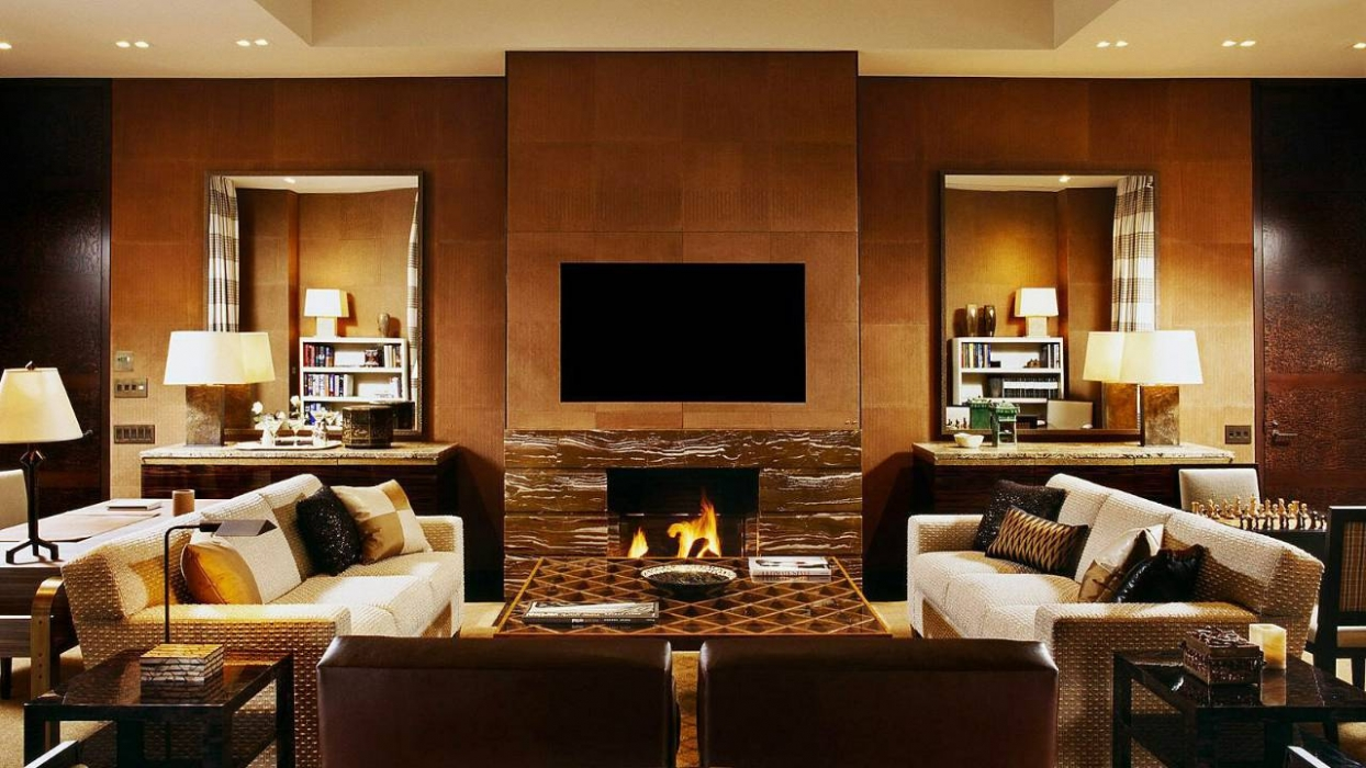 Four seasons hotel new york hotels style for Living room nyc