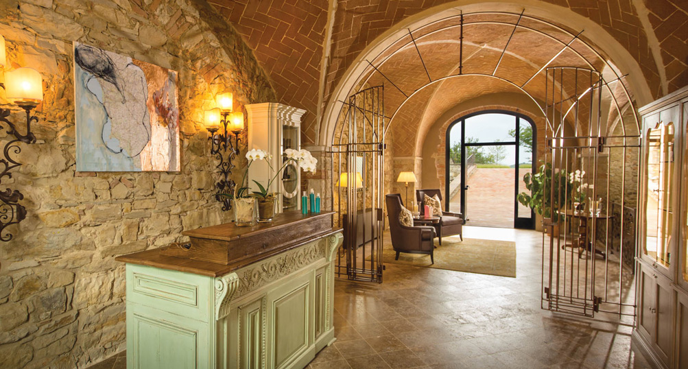 Castello di casole hotels style for Italian villa interior design ideas