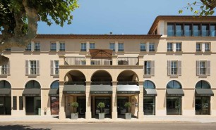 http://hotelsandstyle.com/wp-content/uploads/ngg_featured/saint-tropez-hotel-de-paris-7-306x185.jpg