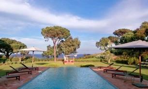 http://hotelsandstyle.com/wp-content/uploads/ngg_featured/saint-tropez-la-reserve-ramatuelle-24-306x185.jpg