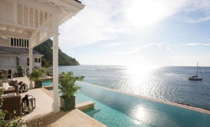 http://hotelsandstyle.com/wp-content/uploads/ngg_featured/st-lucia-sugar-beach-viceroy-resort-1-306x185.jpg