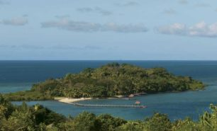 http://hotelsandstyle.com/wp-content/uploads/ngg_featured/viti-levu-dolphin-island-resort-20-306x185.jpg